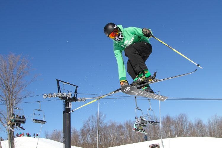 Your Guide to Buying Kids Skis & Snowboards in Toronto/GTA